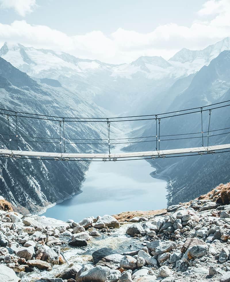 Zillertal spektakuläre Brücke am Schlegeis Stausee Ginzling Mayrhofen